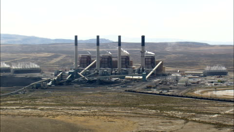 stockvideo's en b-roll-footage met pass a kolengestookte elektriciteitscentrale - luchtfoto - wyoming, sweetwater county, verenigde staten - wyoming