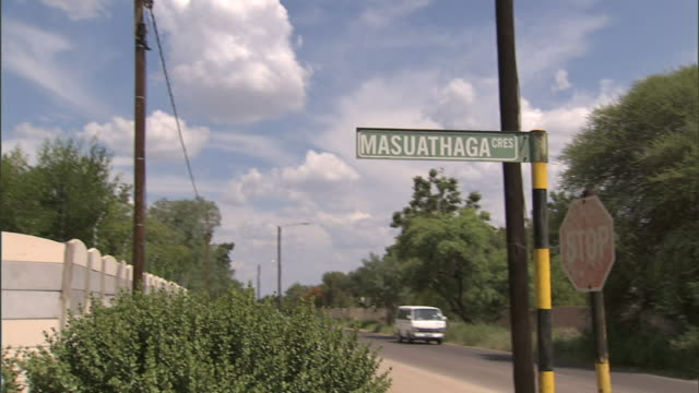 pass street sign, masuathaga cres. south africa - ツレス点の映像素材/bロール