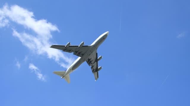 passenger aircraft at take off on airport, frankfurt am main, hesse, germany - flugzeug stock-videos und b-roll-filmmaterial