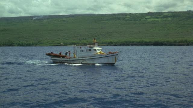 1967 ms ha pov passenger boat moving along shore - anno 1967 video stock e b–roll