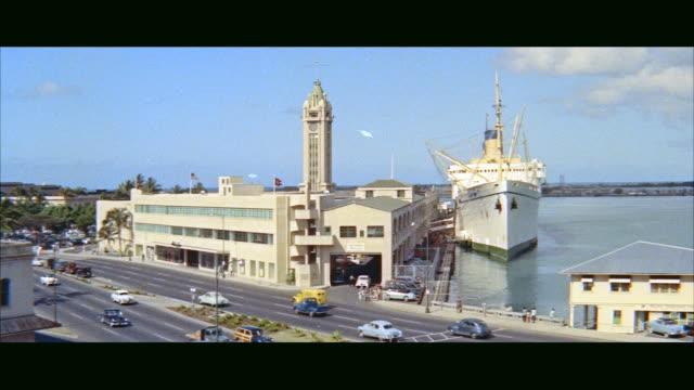 vídeos de stock e filmes b-roll de ms passenger ship ss lurline at aloha tower docks / honolulu, hawaii, united states - aloha