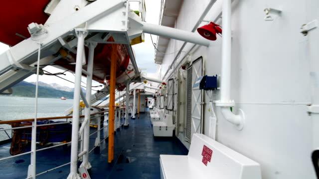 vídeos de stock e filmes b-roll de passenger ship - barco salva vidas