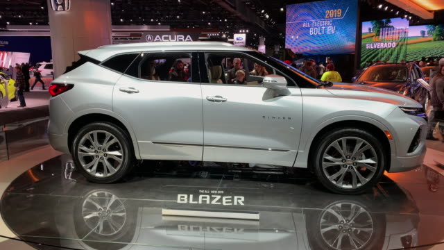 vidéos et rushes de shot passenger side profile of blazer as it revolves on turntable / ws front end / closeup front end / medium shot front seats and dashboard / ws... - chevrolet
