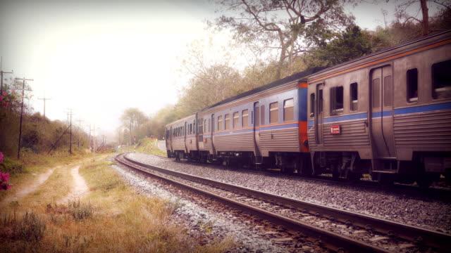 タイで旅客列車 - 高速列車点の映像素材/bロール
