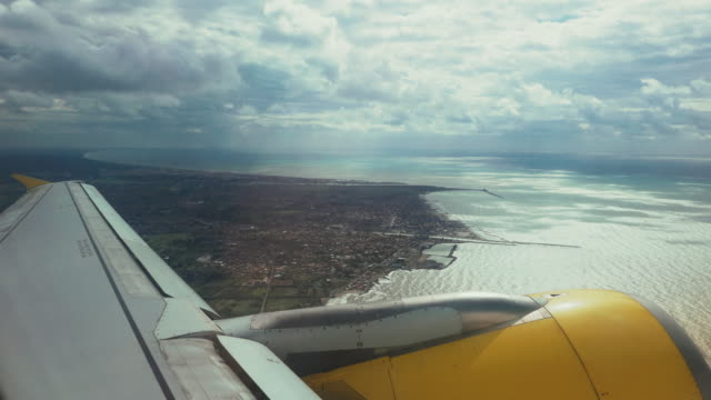 Passenger view from an Airplane: eaavy turn