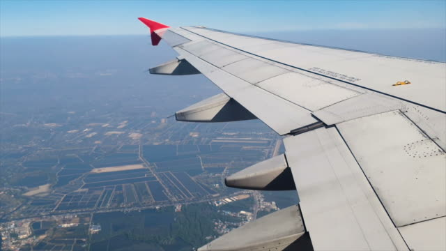 passenger window view in commercial airplane - flapping wings stock videos & royalty-free footage