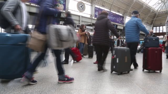 passengers arriving on direct train from milan to paris at gare de lyon railway station in paris, france, on tuesday, feb. 25, 2020. - bahnreisender stock-videos und b-roll-filmmaterial