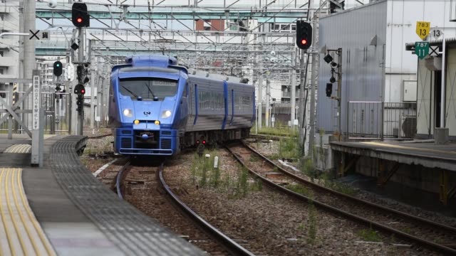 passengers board a train at hakata station in fukuoka city, fukuoka prefecture, japan, on tuesday, oct 11 a kyushu railway co. 883 series sonic... - kyushu railway stock videos & royalty-free footage