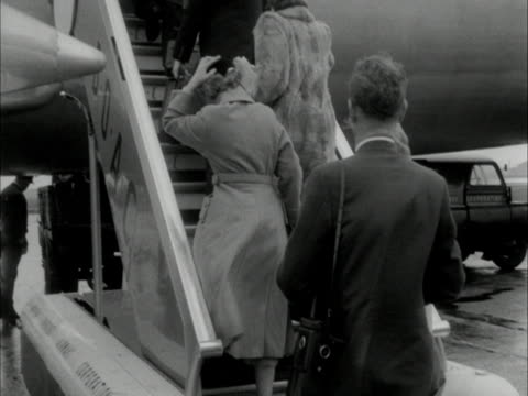 passengers board an aircraft - waterproof clothing stock videos & royalty-free footage