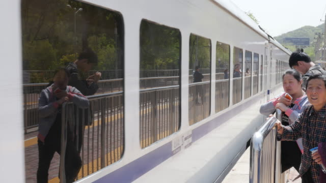 passengers coming to beijing train station. 10.65 million passengers travelled by train on may 1st, which is 19.9% increase compared with last year... - bahnreisender stock-videos und b-roll-filmmaterial