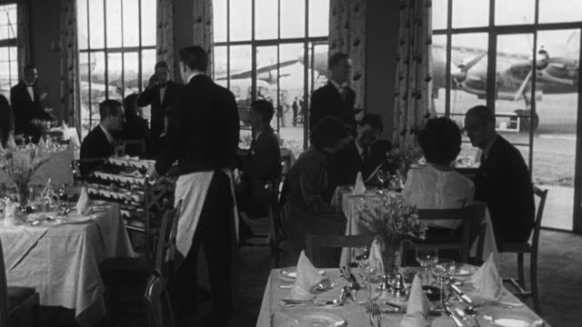 vidéos et rushes de 1950 montage passengers having lunch at the airport before their flights / united kingdom - 1950