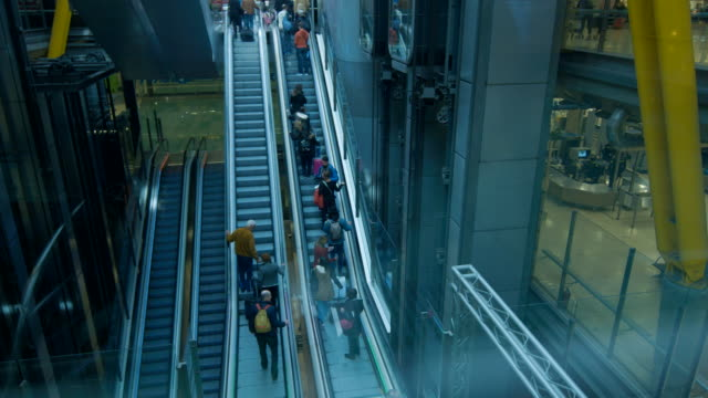 passengers in escalators - turismo vacaciones stock videos & royalty-free footage