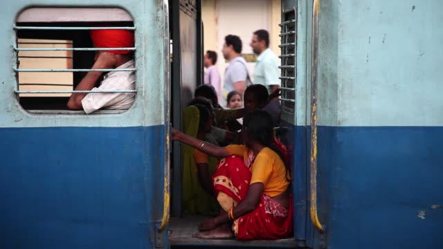 ms pan passengers in train / gurdaspur, punjab, india - körperliche aktivität stock-videos und b-roll-filmmaterial