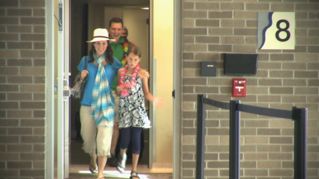 ws passengers including girl (8-9) returning from vacation disembarking at airport gate, appleton, wisconsin, usa - 旅行かばん点の映像素材/bロール