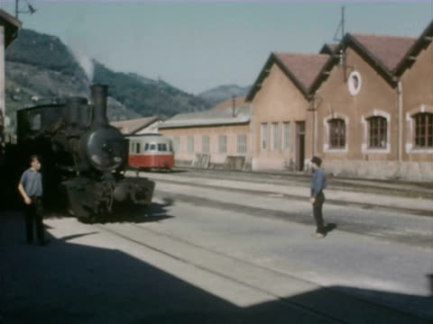 ws ts passengers looking out of window  and train passing through swiss mountains - zug mit dampflokomotive stock-videos und b-roll-filmmaterial