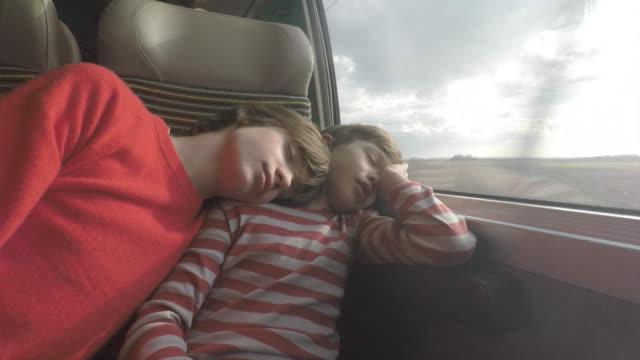 vidéos et rushes de passengers on a train, two brothers - dormir