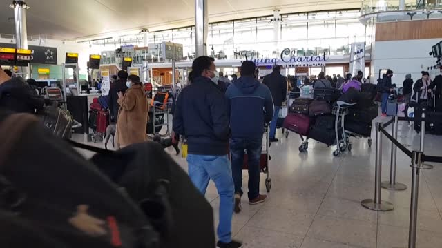 passengers rush at london's paddington station and heathrow airport as the british capital enters tier 4 restrictions and the netherlands, belgium,... - paddington railway station stock videos & royalty-free footage