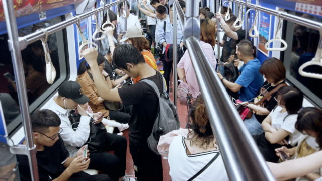 stockvideo's en b-roll-footage met passengers traveling by metro,xi'an,china. - vol fysieke beschrijving
