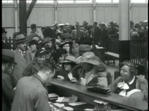 passengers wait to board the maiden voyage of rms queen mary - anno 1936 video stock e b–roll