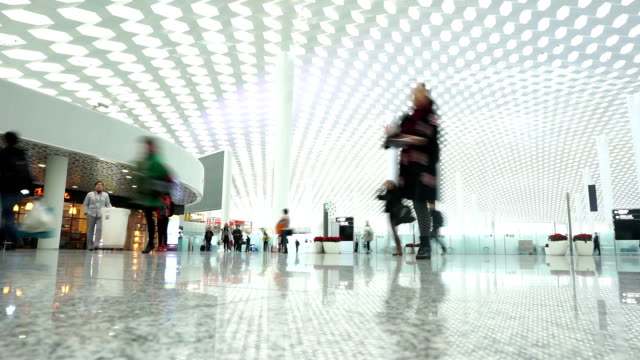 stockvideo's en b-roll-footage met passengers  walking in public transportation hall interior,time lapse. - station