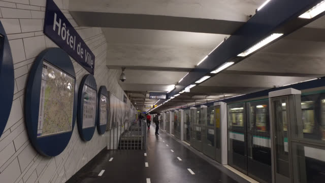 passengers with protective masks on the hotel de ville station platform of the metro on may 11 2020 in paris france france has started a progressive... - hotel de ville paris stock videos & royalty-free footage
