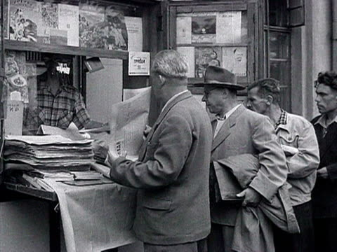 vídeos de stock e filmes b-roll de passers and workers buying newspapers read and discuss statement of 'khrushchev's meeting with mao during visit to china' audio / moscow russia - 1958