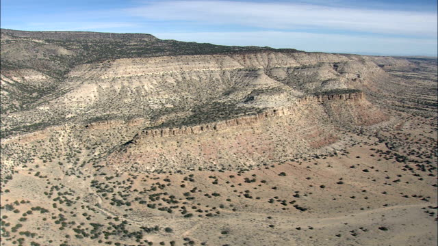 passing between horse mountain and mesa gallina  - aerial view - new mexico,  valencia county,  united states - mesa stock videos and b-roll footage