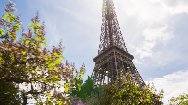 passing by eiffel tower on a city sightseeing bus - eiffel tower paris stock videos & royalty-free footage