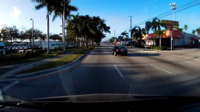 passing infinity, nissan, fiat and kia dealerships and valero gas station. - ガス料金点の映像素材/bロール