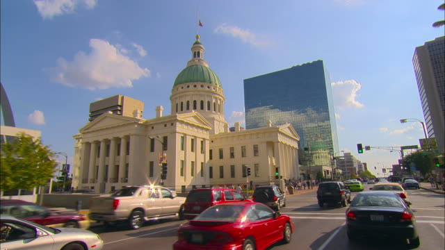 pov, passing old courthouse, st. louis, missouri, usa - missouri stock videos & royalty-free footage