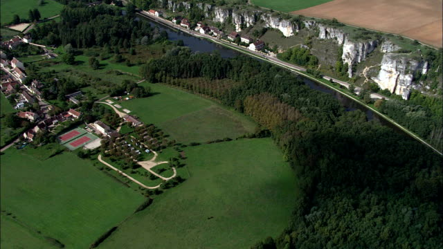 Passing Over Merry-Sur-Yonne  - Aerial View - Bourgogne, Yonne, Arrondissement d'Auxerre, France