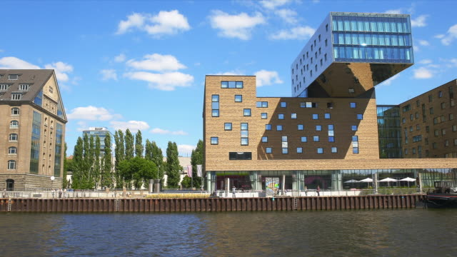 passing the nhow hotel berlin on the spree. - スプリー川点の映像素材/bロール