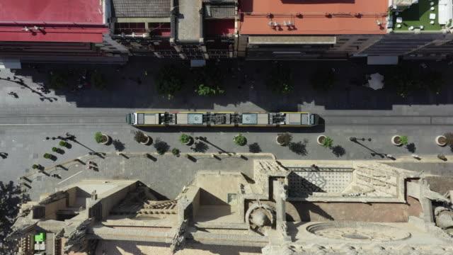 vídeos y material grabado en eventos de stock de passing tram / seville, spain - culturas