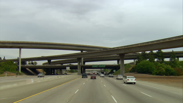 pov passing under multi-level highway interchange on u.s.101, san francisco, california, usa - バイパス点の映像素材/bロール