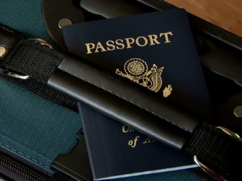 cu, zo passport at luggage handle - 英字点の映像素材/bロール