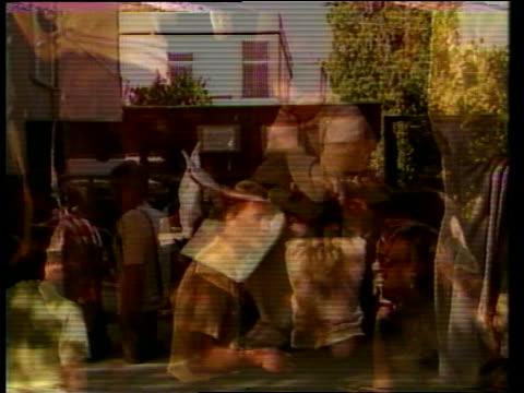 vidéos et rushes de passport queues; poland: warsaw: gv queue outside passport office bv queue man pull out queue more in queue bv queue quot;bundesrepgblik... - varsovie