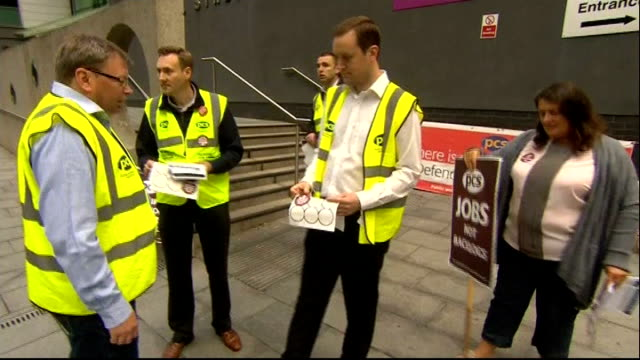 vídeos y material grabado en eventos de stock de passport workers go on strike over staff shortages merseyside liverpool ext various of members of pcs union on picket line outside passport office... - placard