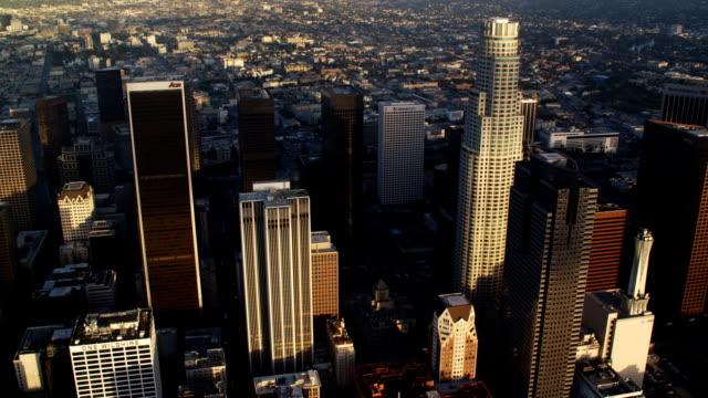 vídeos y material grabado en eventos de stock de past downtown los angeles skyscrapers. shot in october 2010. - artbeats