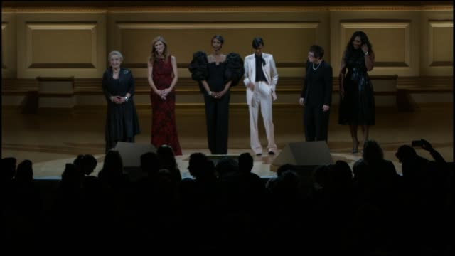 past winners discuss the importance the awards at glamour magazine's 25th annual women of the year awards at carnegie hall on november 09, 2015 in... - ビリー・ジーン・キング点の映像素材/bロール
