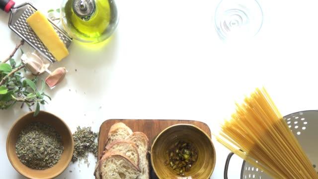 vídeos y material grabado en eventos de stock de fondo de la pasta, vino y hierbas - ingrediente