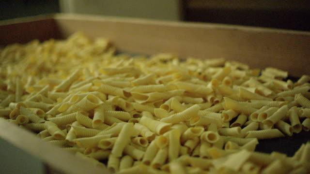 pasta manufactory - tradition stock-videos und b-roll-filmmaterial