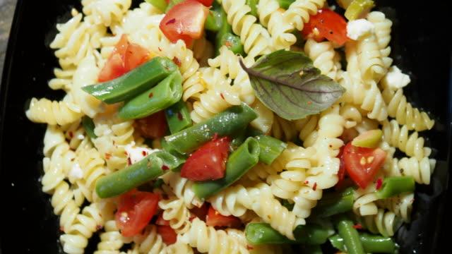 stockvideo's en b-roll-footage met pasta met groene bonen - sperzieboon