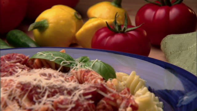 ecu, zo, pasta with tomato sauce and vegetables in background  - tomatensoße stock-videos und b-roll-filmmaterial