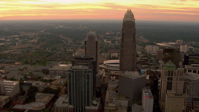 pastel colors fill the sky over the charlotte, north carolina skyline. - charlotte north carolina stock videos & royalty-free footage
