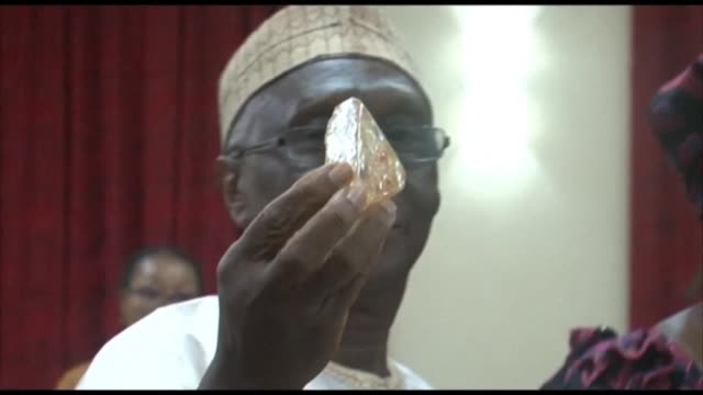 a pastor working in the mines of eastern sierra leone has unearthed a 706carat diamond as experts say the stone could rank as the 10th largest ever... - pastor stock videos & royalty-free footage