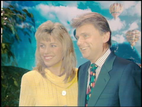 pat sajak at the natpe convention on january 25 1995 - natpe convention bildbanksvideor och videomaterial från bakom kulisserna