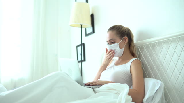 vídeos de stock e filmes b-roll de patient cough on bed at home - cor isolada