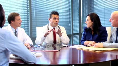 stockvideo's en b-roll-footage met patient meets with medical team - autoriteit