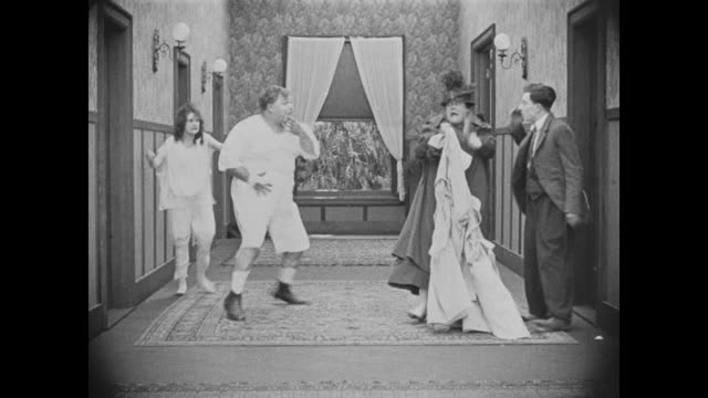 vidéos et rushes de 1918 patient (fatty arbuckle) pretends to be female nurse to escape sanatorium - underwear