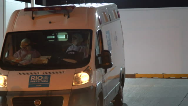 patients with coronavirus arriving at rio de janeiro hospital and funeral vans picking up the deceased - brazil stock videos & royalty-free footage